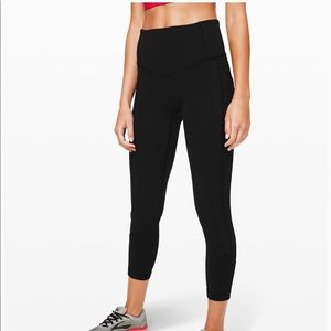 NEW All The Right Places Crop Sz 6 Black